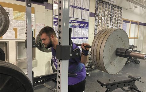 Powerlifing raises bar  to prepare for state meet